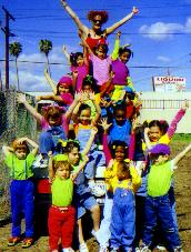 PHOTO LA Marathon 98 Kid's pyramid.JPG (15839 bytes)